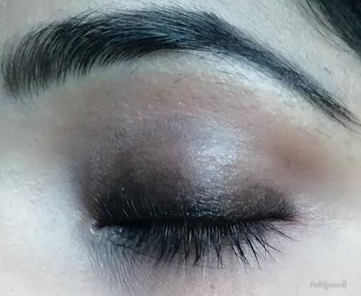 Black smokey eyemakeup step1