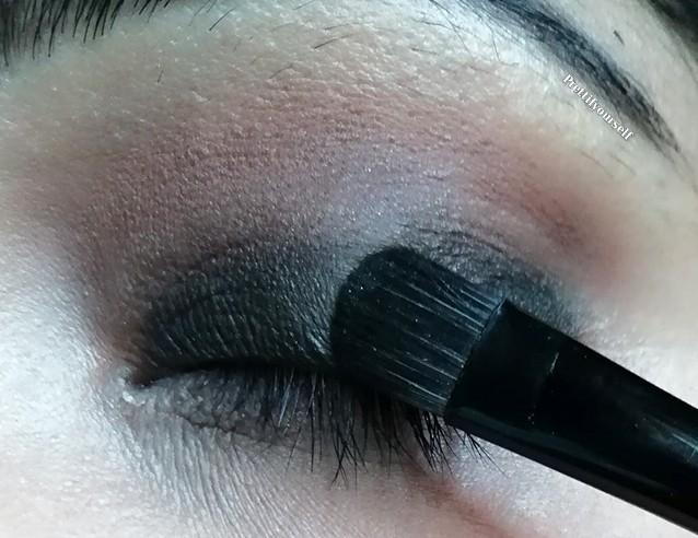 apply black eyeshadow on eye lid