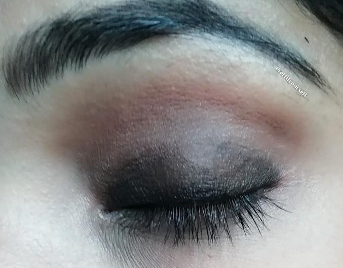 apply brown eyeshadow on crease line