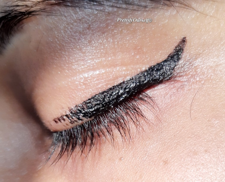 how to use nykaa wing in a blink eyeliner