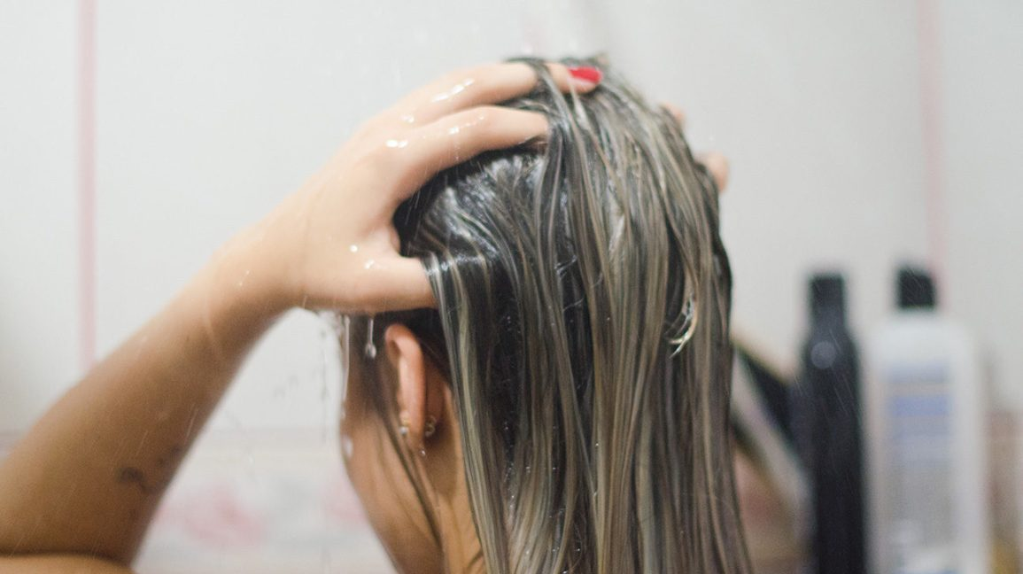 dry hair with oily scalp