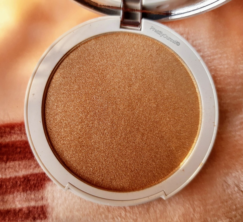 texture of kay beauty highlighter